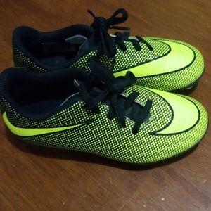 Nike soccer cleats little kids 12